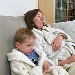 Élise & Théo sur le canapé