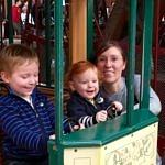 Théo, Florentin & Élise dans un petit tram