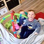 Florentin & Théo sur le tapis d'éveil