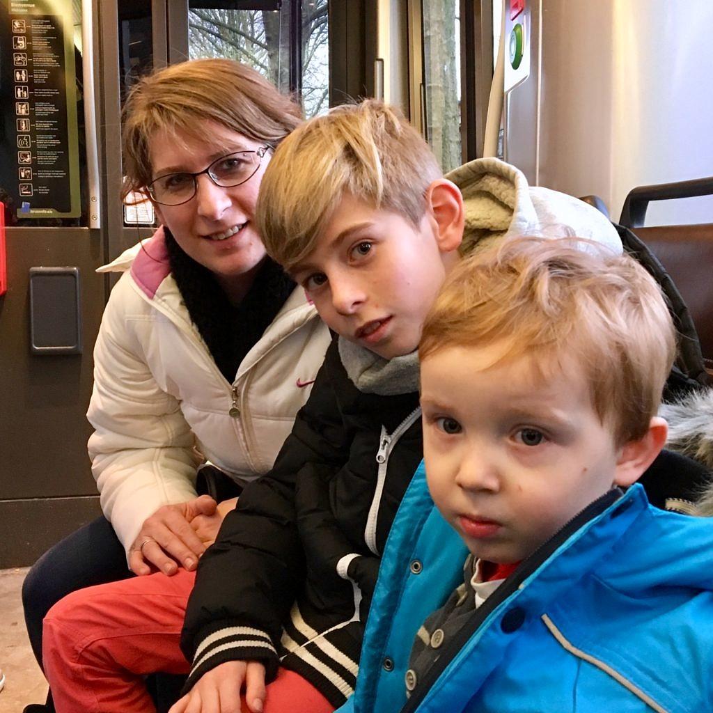 Dans le tram en famille